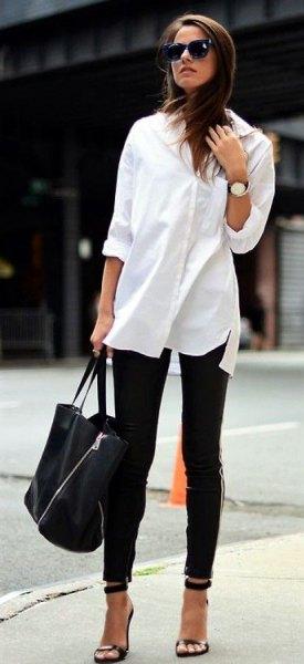 vit lång blus med knappar, svarta skinny jeans och klackar med öppna tå