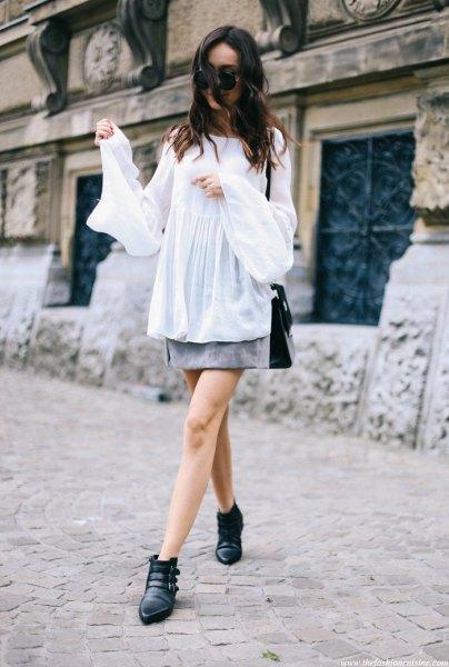 vit chiffong långärmad blus med grå minikjol