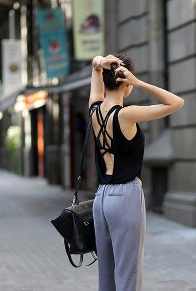 svart linne med grå bomullsbyxa och avslappnad passform