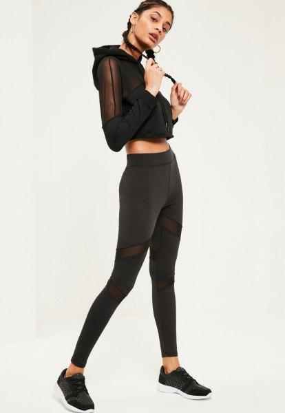 huvtröja i svart, beskuren mesh med matchande leggings
