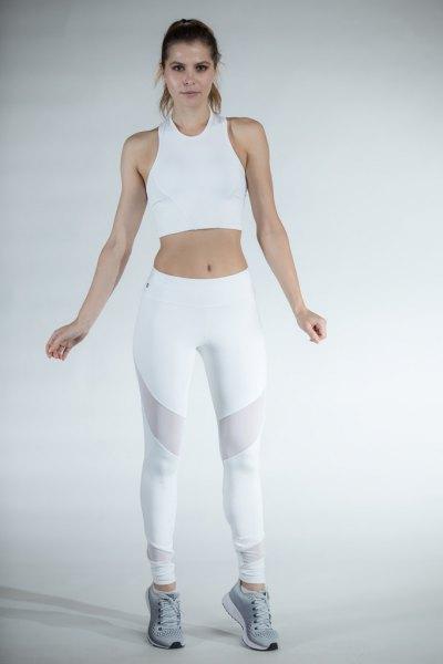 vit kort linne med mesh leggings