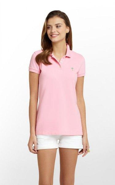 rosa slim fit polotröja med vita mini shorts