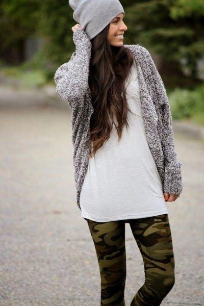 Como-tryckta leggings grå kofta