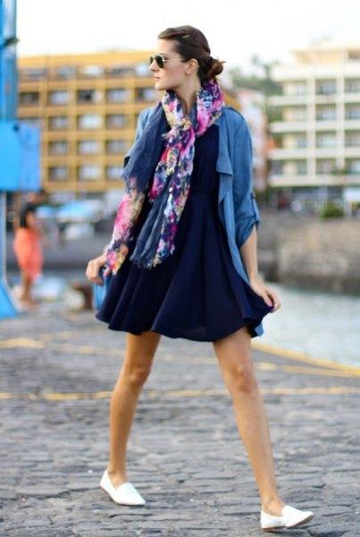 Mini-gungklänning i marinblå med blå casual blazer