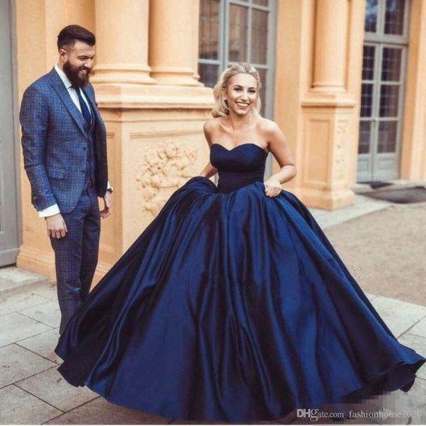Mörkblå söt bröllopsklänning med flare siden