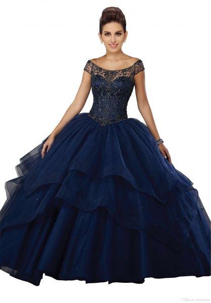 Mörkblå golvlång klänning med båthalsringning och utsvängd tyll