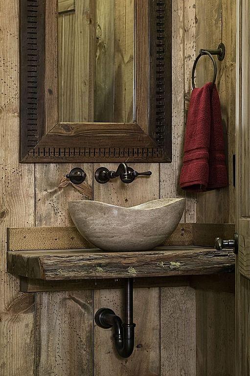 Stort rustikt pulverrum    Rustikt pulverrum, badrum på bondgård.