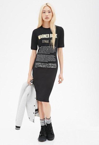 svart bodycon t-shirt klänning med vit bomberjacka
