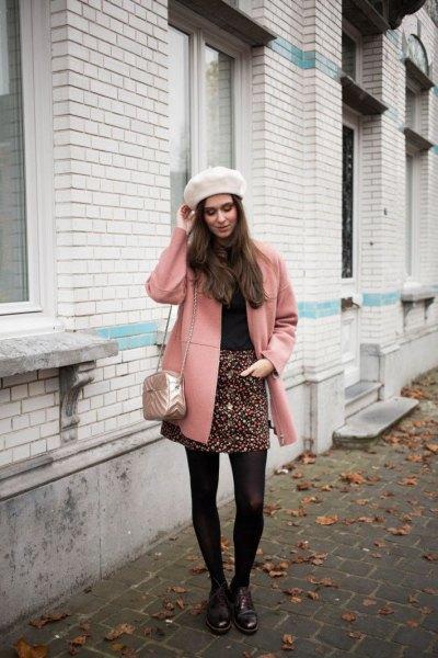 Blushing rosa ullrock med svartvitt tryckt minikjol