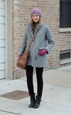 grå kappa med svarta skinny jeans och läderstövlar