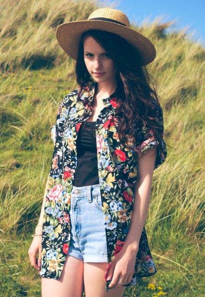 blommig och blommig överdimensionerad hawaiisk skjorta och stråhatt