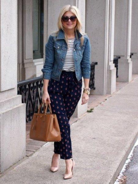 blå jeansjacka med randig T-shirt och mörkblå flanellbyxor