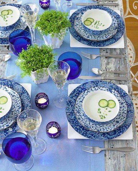 37 Awesome Midsummer Table Settings    DigsDigs    Blått bord.