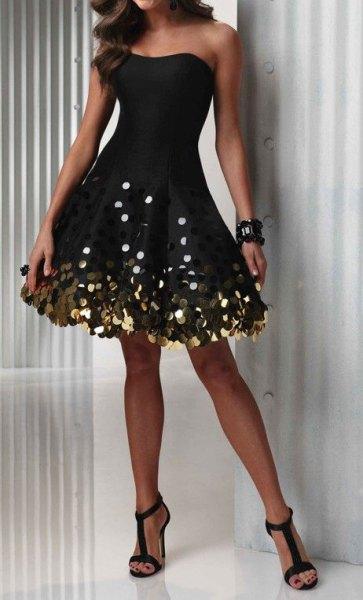 axelbandslös svart vändklänning subtilt guldelement