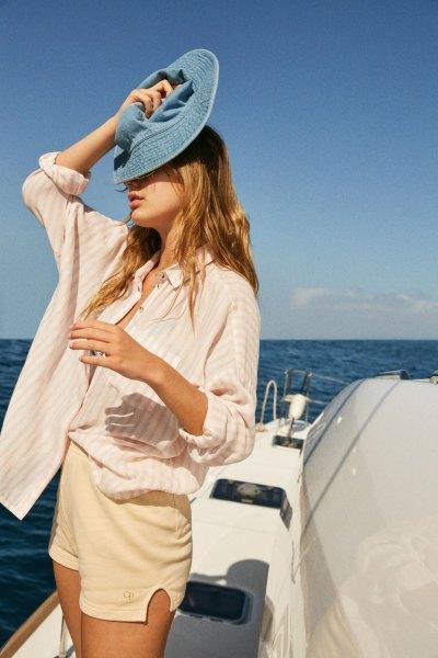 rosa och vit randig skjorta med knappar