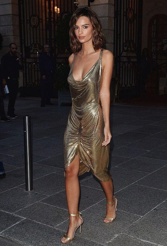 gyllene cocktailklänning med halsringning
