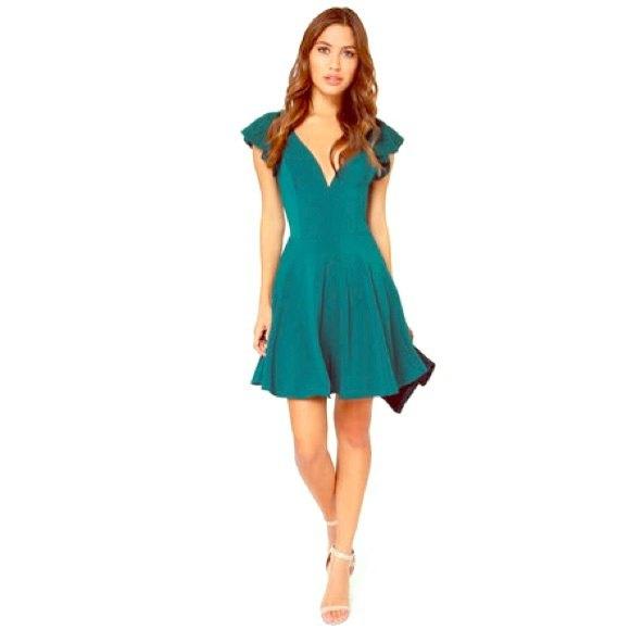 blågrön skaterklänning med djup V-ringning och kepsärmar
