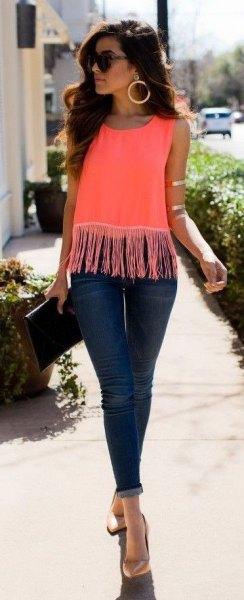mörkblå skinny jeans med rosa fransar