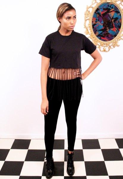 svarta fransade beskuren t-shirt skinny jeans stövlar