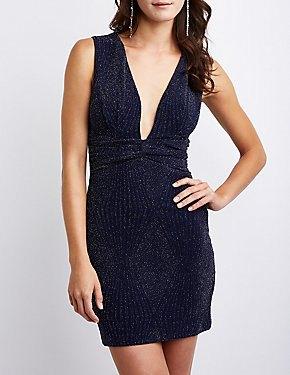 mörkblå, djup, figurkramande klänning med djup V-ringning
