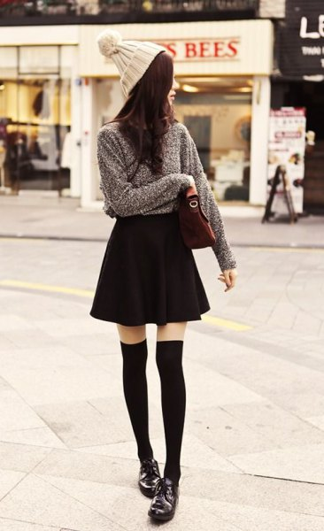 grå stickad tröja svart skater kjol