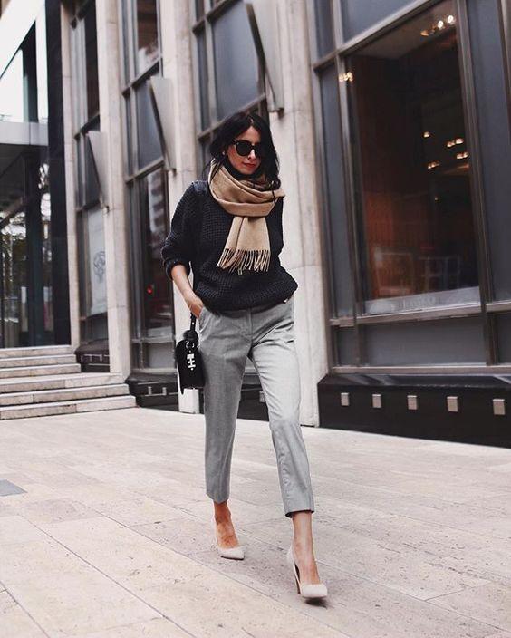 svart tröja grå chinos