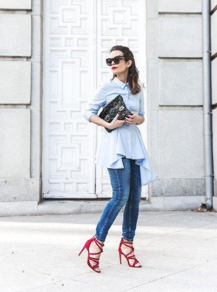 vit peplum-topp med knappar och smala jeans