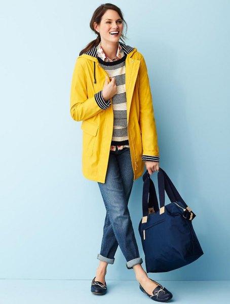 bred randig tröja gul regnrock manschett jeans