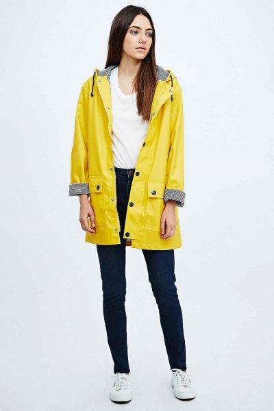 gul regnrock vit väst topp skinny jeans