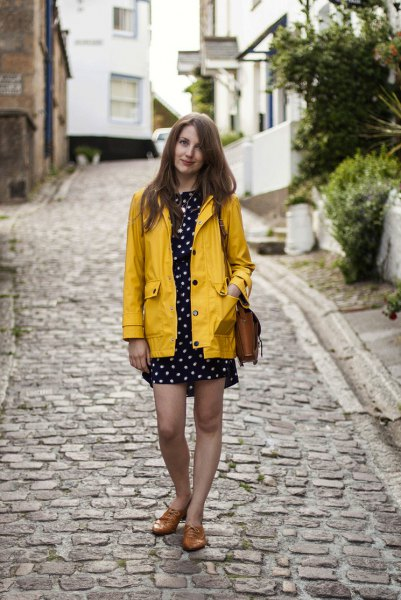 prickad miniklänning-gul regnrock
