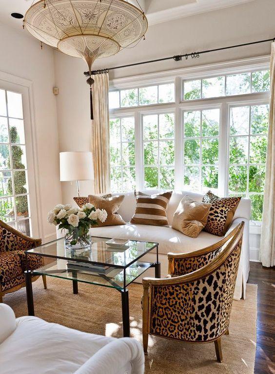 5 enkla sätt att ge glam till varje interiör |  Brunt vardagsrum.