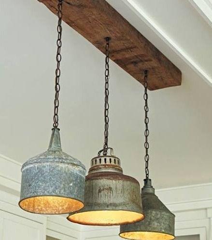 Kök: Vintage-trattar gjorda till hänglampor.  Lugn och tyst .