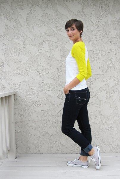 gul och vit baseball-t-shirt svarta skinny jeans