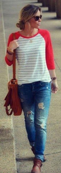 röda och vita randiga baseball t-shirt rippade pojkvän jeans