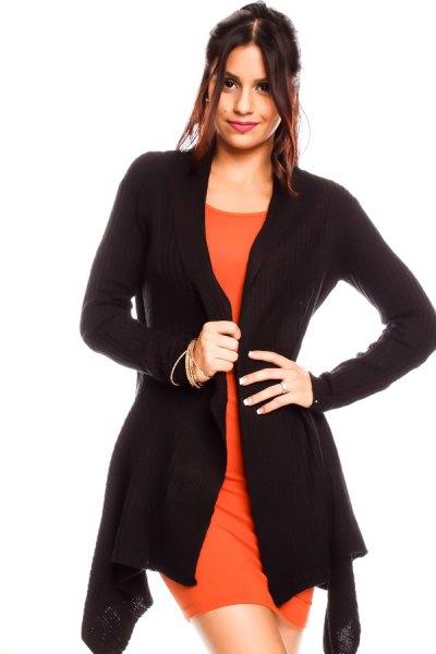 svart kofta med orange miniklänning