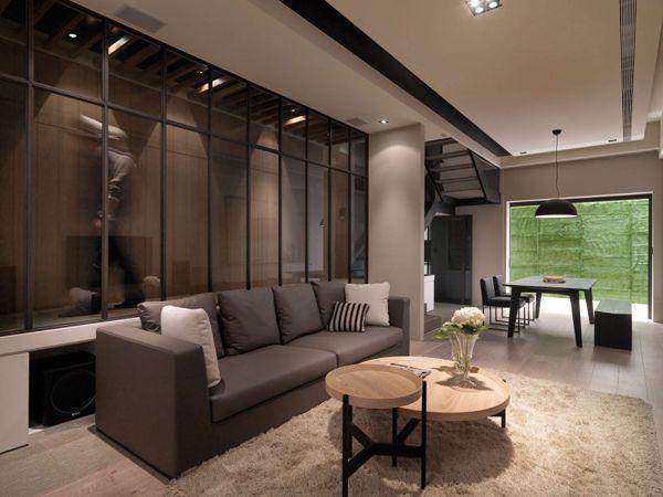 Elegant inredning av en lägenhet i flera plan    Modern vit.