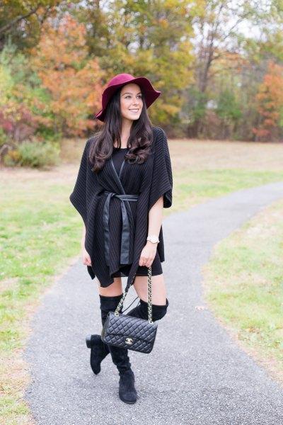 svart poncho poncho kofta med halva ärmar och miniklänning