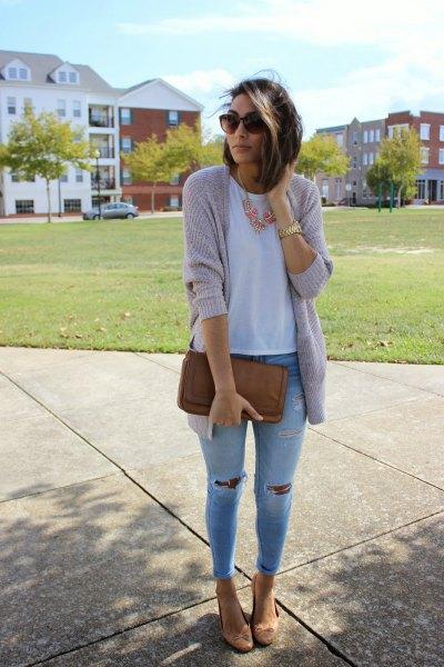grå kofta med ljusblå skinny jeans