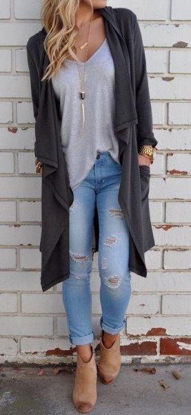 grå longline kofta med ljusblå skinny jeans