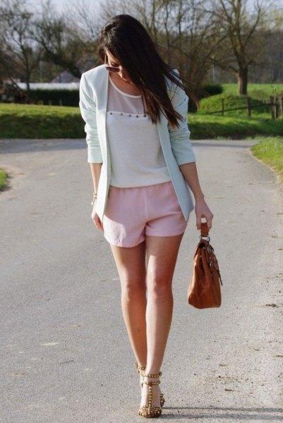 rodnande rosa shorts med matchande kavaj och chiffongblus