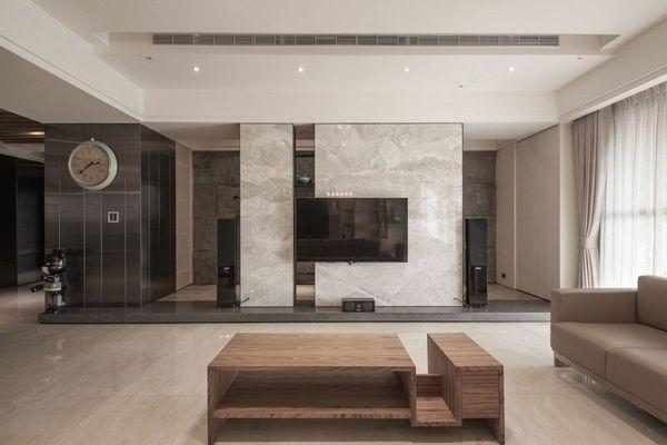 Marmorgolv och inredning i marmorplattor som en accent i interiören.