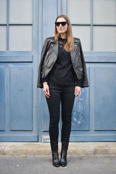 Moto-jacka med smala jeans och svarta läderskor
