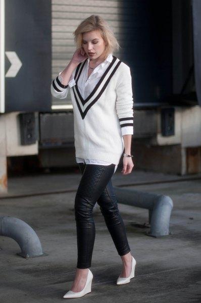 vit tröja med djup V-ringning och skjorta med knappar