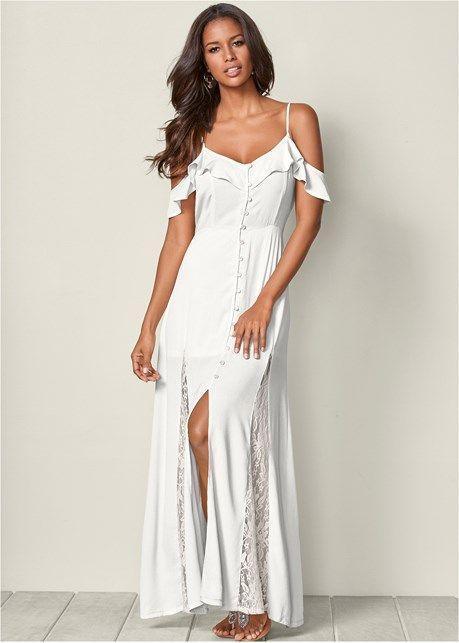 vit klänning med kall axelknapp