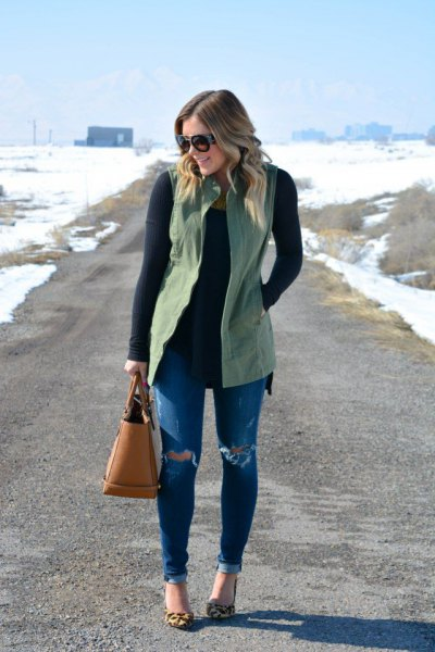 grön väst över svart, smal tröja