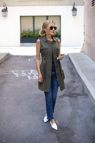 olivgrön lång väst, mörkblå skinny jeans