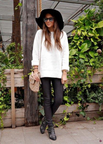 svart floppy hatt läderbyxor