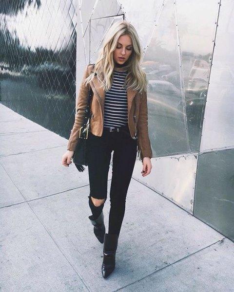matt brun läderjacka randig t-shirt svarta jeans
