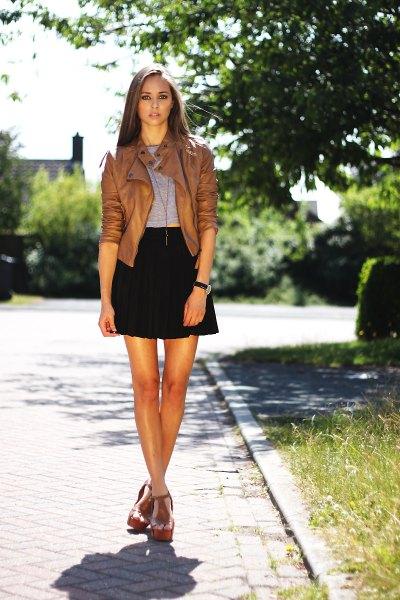kort brun läderjacka svart höghöjd minirater kjol