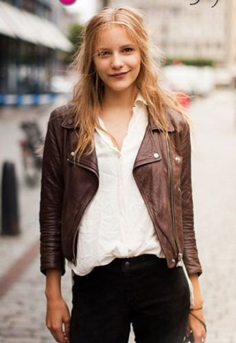 brun jacka vit linneskjorta svarta jeans